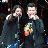 """Dave Grohl and Rick Astley Rickroll London Club With """"Never Gonna Give You Up"""""""