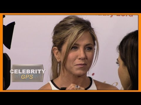 JENNIFER ANISTON BREAKS THE INTERNET - Hollywood TV