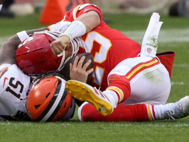 WATCH: Chiefs' Pat Mahomes Leaves Game After Taking Vicious Hit